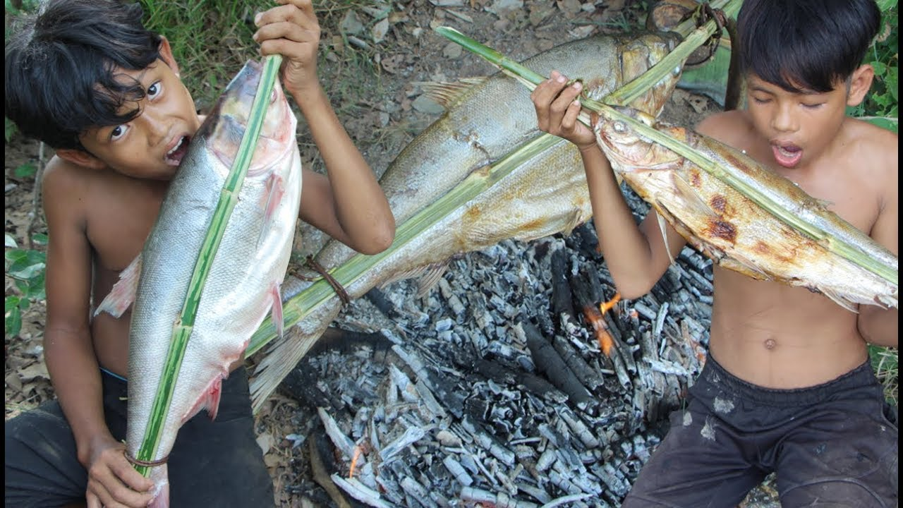 Primitive Technology - Yummy cooking big fish in forest - eating delicious