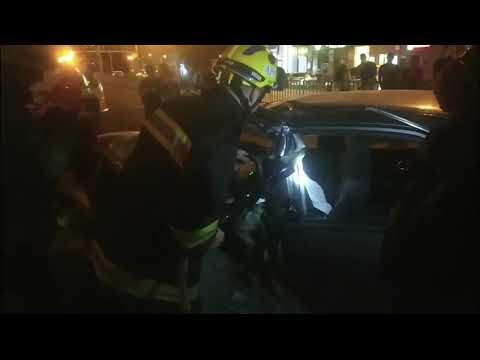 Під час ДТП фахівці ДСНС врятували водія та вилучили загиблого чоловіка з понівеченої автівки