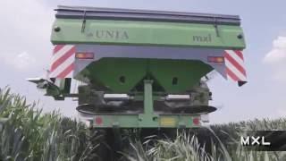 UNIA - Linia rozsiewaczy w pracy - UNIA - Spreaders at work