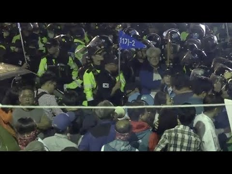 Protesters face off with police over new THAAD deployment in S. Korea (STREAMED LIVE)