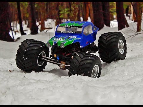 Axial Ax10 Jeep Monster Truck Off Road In The Woods