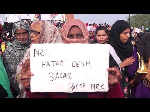 Lucknow Protest - लखनऊ के घंटाघर पर CAA, NRC को लेकर अनोखा प्रदर्शन | Sanskar News