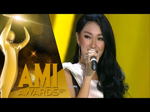 Zaskia Gotik Dengan 'Tarik Selimut' [AMI Awards 2016] [28 Sept 2016]