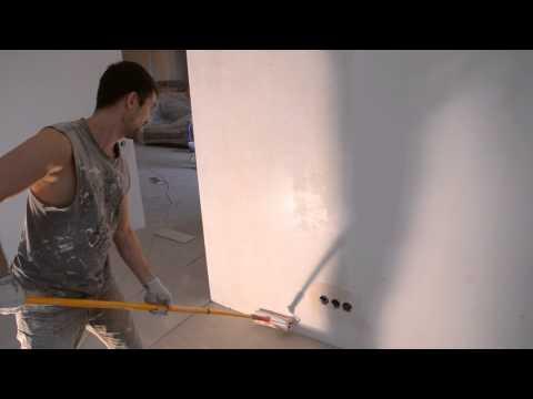 От подготовки основания зависит многое: грунтовка для стен под обои поможет выровнять основу