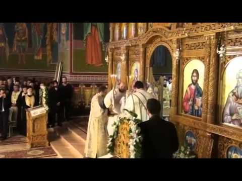 Beautiful Romanian Orthodox Divine Liturgy.