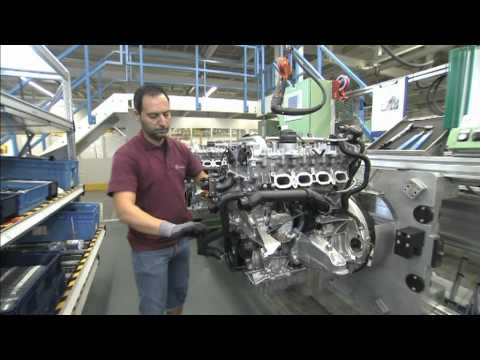 Mercedes-Benz plant Unterturkheim, engine mounting, new four-cylinder engine