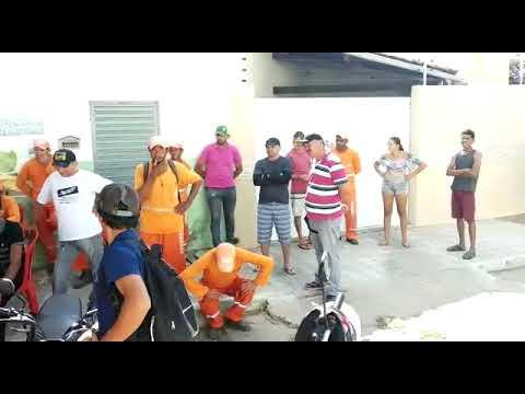 Trabalhadores da limpeza saem as ruas e cobram da Prefeitura de Patos pagamento de seus salários
