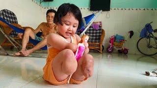 Cô bé cụt 2 tay, 2 chân mong ước đôi tay chân giả để được đến trường