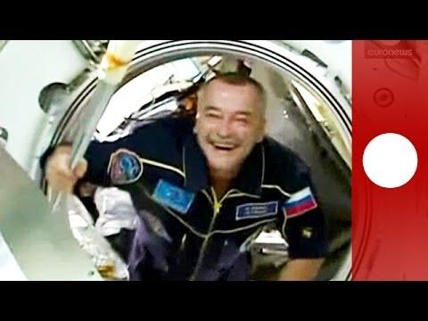 Olympa-Fackel für Sotchi 2014 auf ISS übergeben