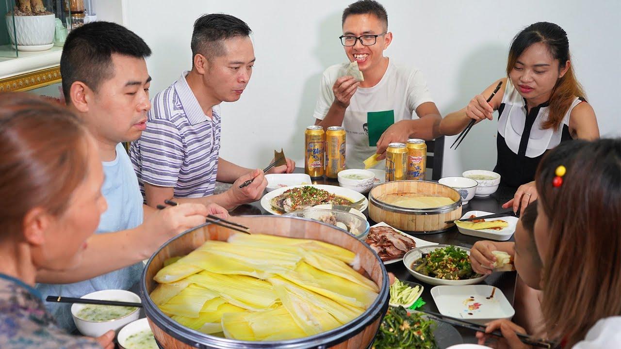 【超小厨】小厨办招待,成都老妈蹄花+特色玉米粑粑,养鸡养猪准备,以后就是地主超!