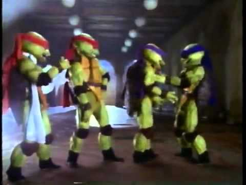 The Ninja Turtles 'Gotta Get a Gift for Splinter' on Christmas Eve ...