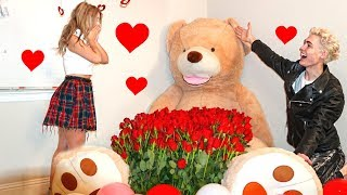 SURPRISING MY GIRLFRIEND WITH 1,000 RED ROSES! (SHE CRIED)