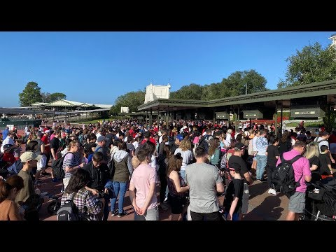 Spending Christmas Morning At The Magic Kingdom | Christmas Day Parade | High Crowd Level