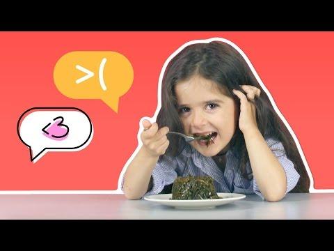 Дети пробуют морскую капусту