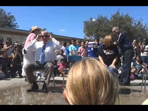 Ice bucket challenge Tomlin middle school part 1