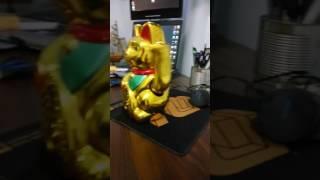 Золотой КОТ МАНЭКИ-НЭКО машет лапкой, приносит деньги и удачу.