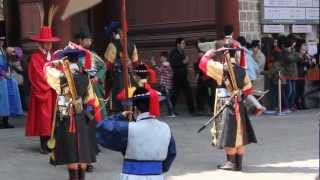 Video Crazy Seoul Weekend Getaway - Deoksugung Palace Royal Guard Changing Ceremony 4 download MP3, 3GP, MP4, WEBM, AVI, FLV Desember 2017