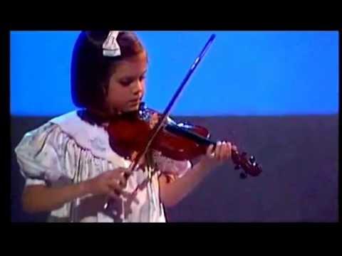Astrid Bryan  speelt viool  1989