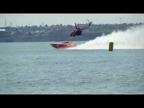 amazing speed boat vs helicopter