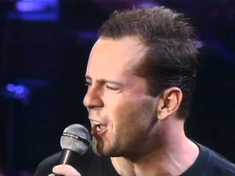 1987 Bruce Willis feat.The Temptations / Under The Boardwalk (Live)