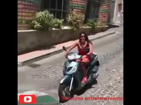 Aída Nízar se empotra con su moto mientras grababa un vídeo para Instagram