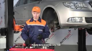 Kuinka vaihtaa etu jarrulevyt, etu jarrupalat SKODA SUPERB 2 -merkkiseen autoon OHJEVIDEO