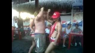 Repeat youtube video MATOCHO BAILANDO CON CHICAS BRAHVA