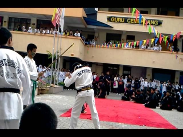 Persembahan Silat dan Taekwondo SMKBJ 2012