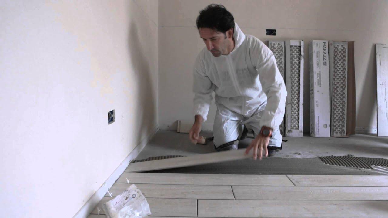 Posa gres porcellanato effetto legno youtube for Schemi di posa gres porcellanato effetto legno