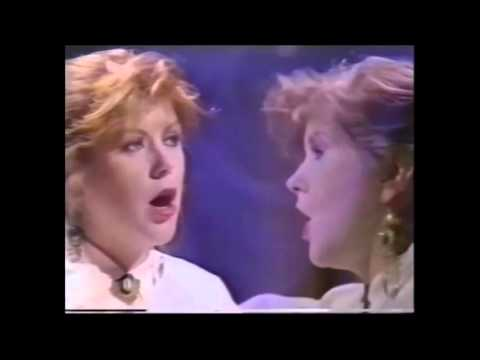 Kirsty MacColl  - Days - Wogan 1989