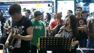 Repeat youtube video Connie - 傷感的雨天 (Tony 伴奏) [2012-05-01]