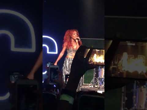 (HD) SZA - The Weekend - Warehouse Live - Houston, TX 10/03/17