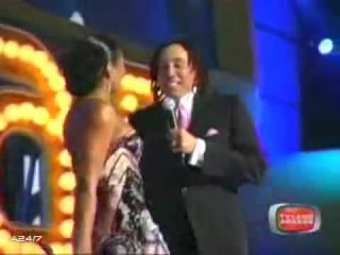 "Ashanti & Smokey Robinson - ""Ooh Baby Baby"" (Live)"