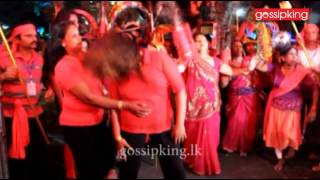 Actresses pay homage in Kataragama [www.gossipking.lk]