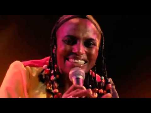 Miriam Makeba - Click Song (Qongqothwane) (Live)