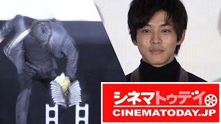映画『くるみ割り人形』初日舞台あいさつが行われ、声優を担当した松坂...