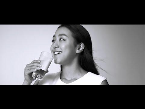 浅田真央、新CMでとびきりの笑顔 ウォーターサーバー『Kirala』新CM「すすめ、天然水。すすめ、わたし。」篇