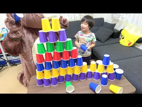 レオくんとクマさんが紙コップで巨大タワーを作るよ! レオスマイル
