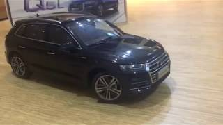 New car Audi Q5L 1/18 form Dealer