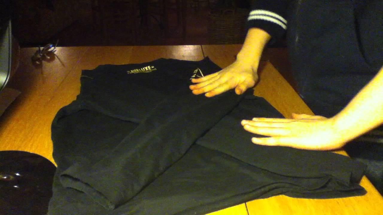 plier son t-shirt ou polo comme dans un magasin: astuce vêtements