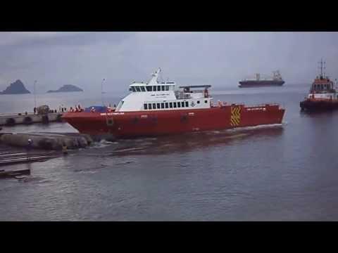 Launching Crew Boat Aluminium di PT Noahtu Shipyard.