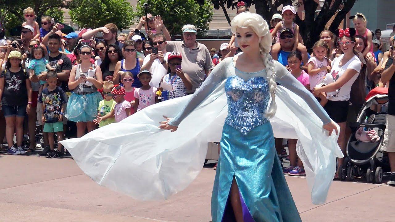 Frozen Royal Welcome Parade Anna Elsa Kristoff Olaf Frozen