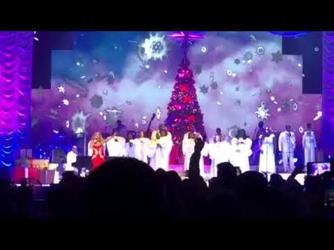 Mariah Carey live Paris 2017 - Joy to the world