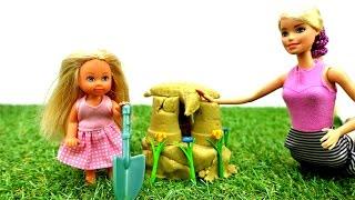 Барби и Штеффи строят замок из песка. Игры Барби