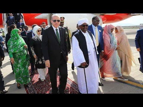 لحظة وصول الرئيس التركي اردوغان الي السودان و الاستقبال التاريخي في المطار