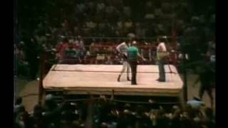 The Kaufman Lawler Feud: Chapter 3 - The Shove