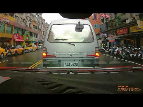 8765-KC 併排停車,但台灣警察放縱!