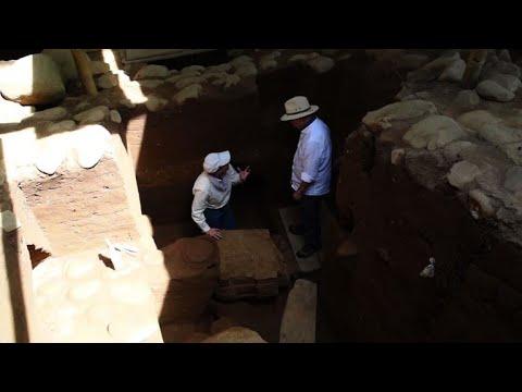 السلطات في غواتيمالا تعرض اكتشافا أثريا يعود الى 2500 عام