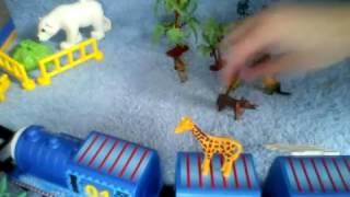 Паровозик Томас привозит животных в зоопарк Маша и медведь приходят посмотреть на животных