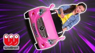 Magic Teleporting Taxi 🚖 Lilliana Travels Time - Princesses In Real Life | WildBrain Kiddyzuzaa